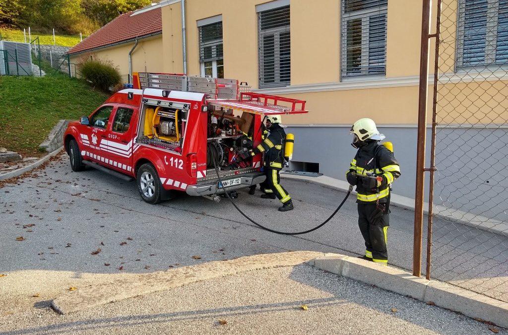 Evakuacija in ogled dela gasilcev na PŠ Podgrad