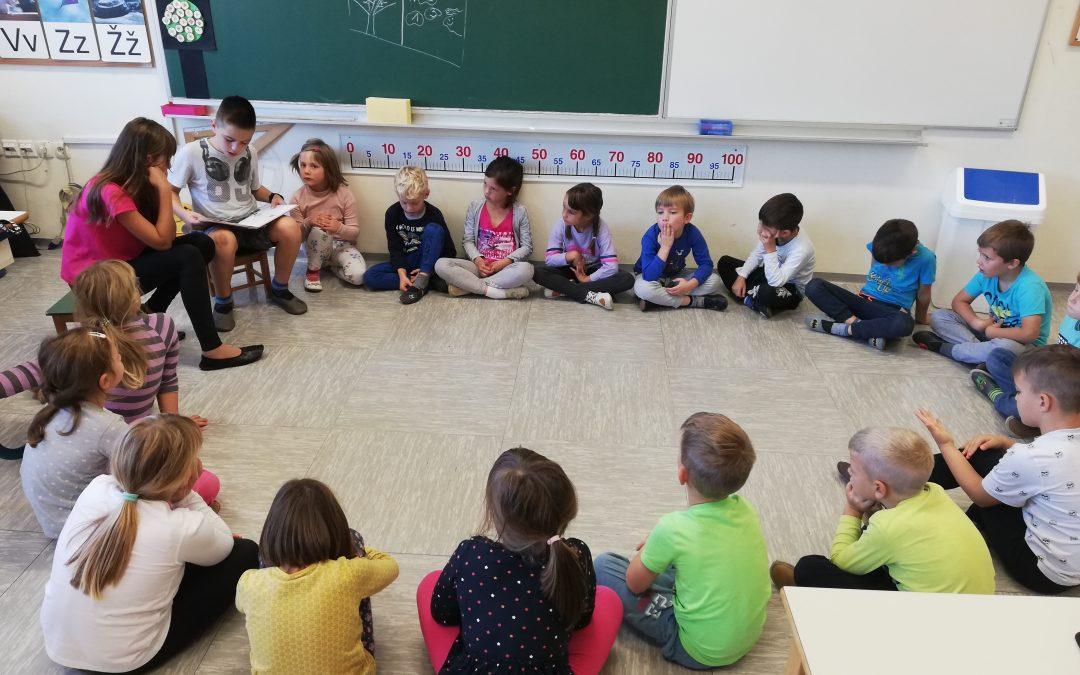 Petošolci berejo prvošolcem